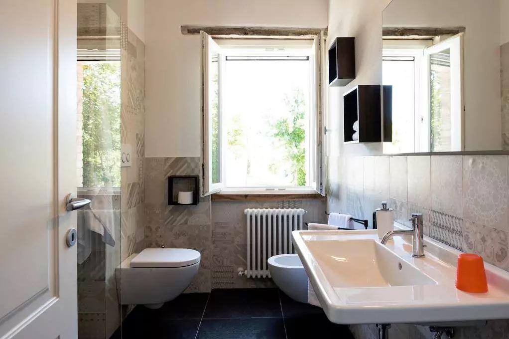 bathroom on 1 floor / bagno al 1 piano