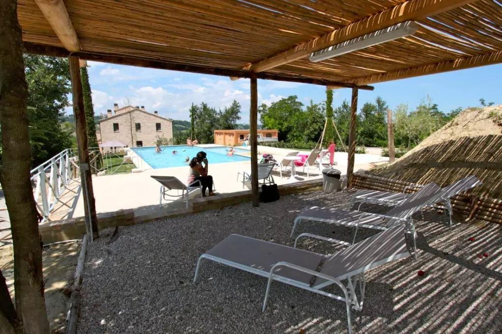 gazebo in zona piscina