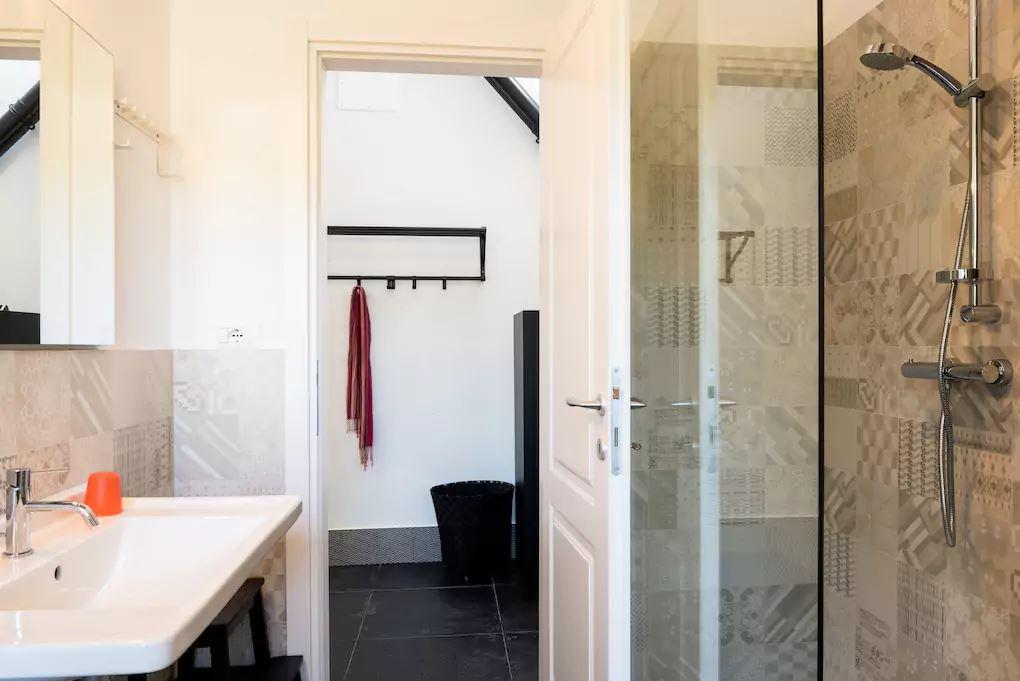 bathroom on 1 floor/ bagno 1 piano