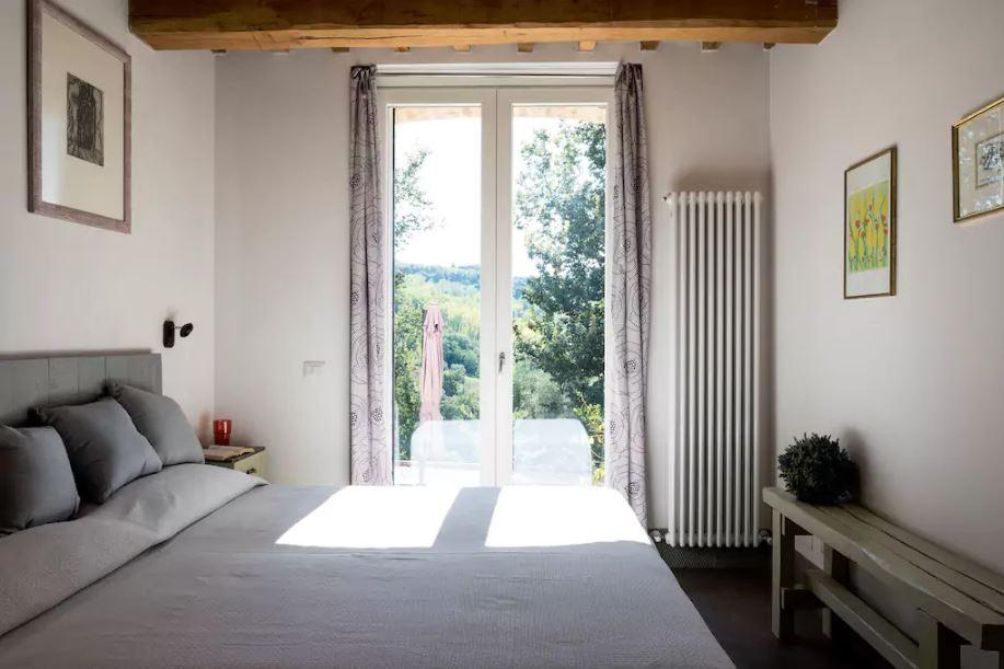 double room on the ground floor/ camera da letto matrimoniale al piano terra