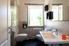 bathroom on 1 floor / bagno al 1 piano